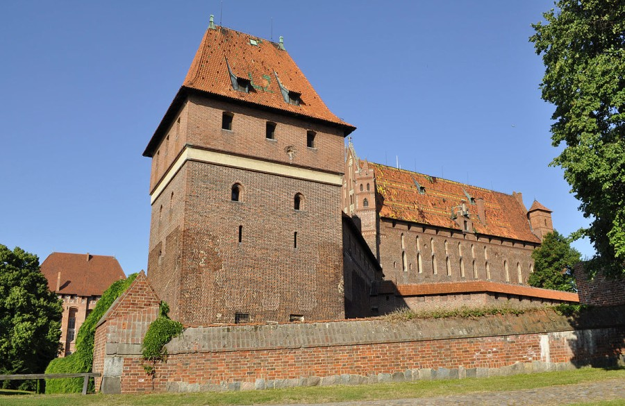 Malbork, Poland - Monterrasol small group tours to Malbork, Poland. Travel agency offers small group car tours to see Malbork in Poland. Order small group tour to Malbork with departure date on request.