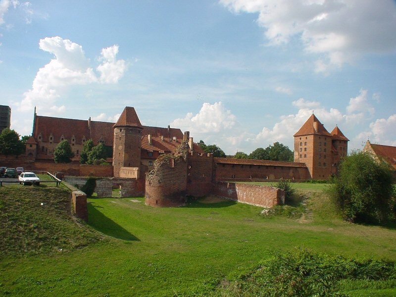 Malbork, Poland - All seasons Baltic tour 21 days from Warsaw. UNESCO medieval towns and Teutonic Knights castles. Small group tour from Monterrasol Travel by car.