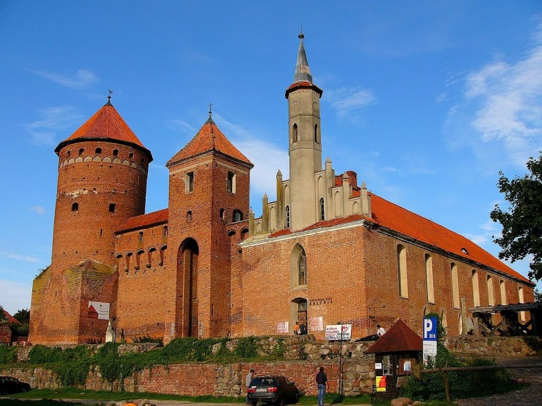 Reszel, Poland - All seasons Baltic tour 21 days from Warsaw. UNESCO medieval towns and Teutonic Knights castles. Small group tour from Monterrasol Travel by car.