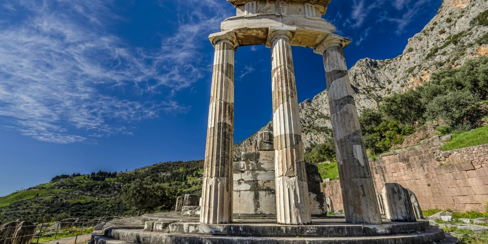 Delphi, Greece - Monterrasol small group tours to Delphi, Greece. Travel agency offers small group car tours to see Delphi in Greece. Order small group tour to Delphi with departure date on request.