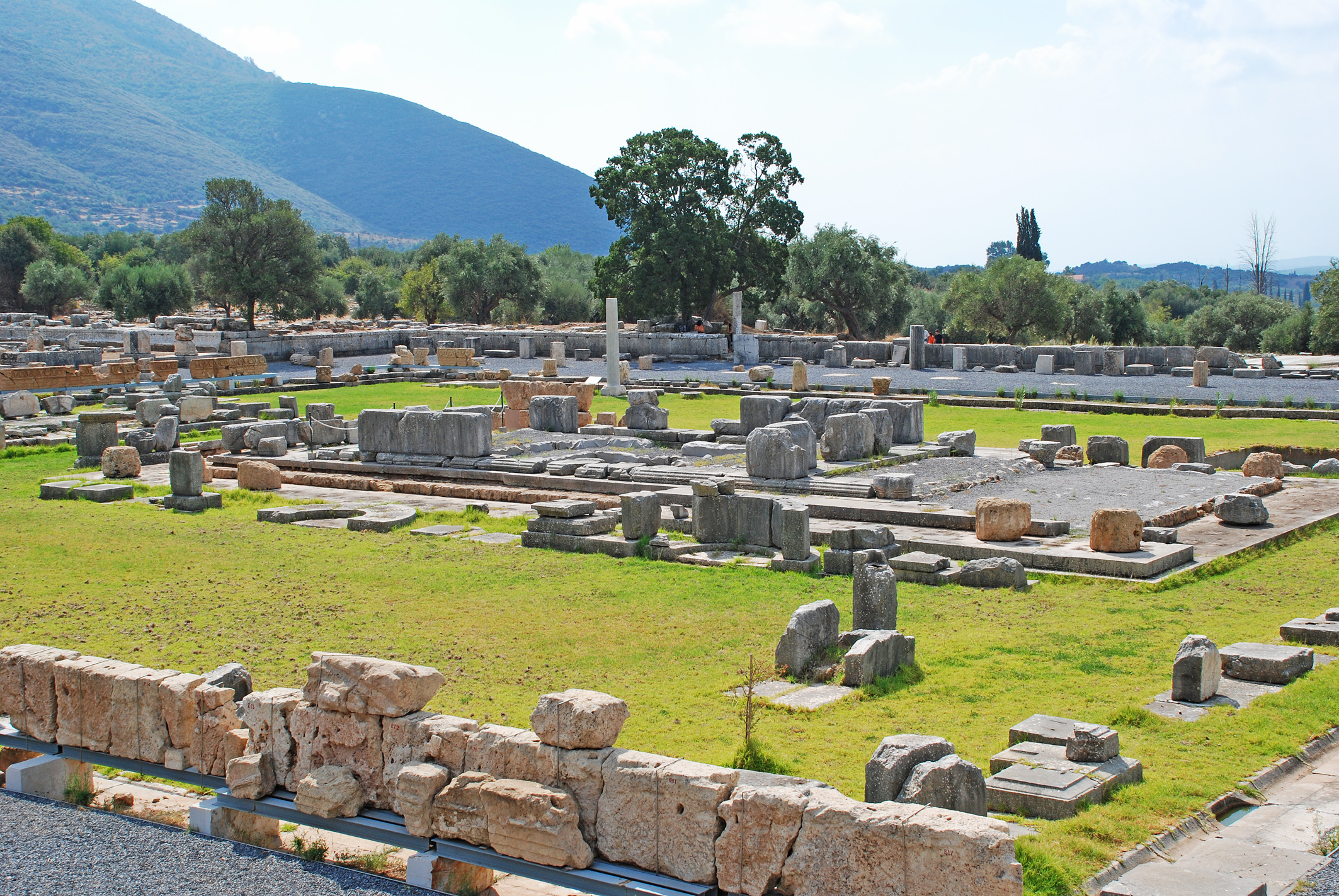 Messene, Greece - Monterrasol small group tours to Messene, Greece. Travel agency offers small group car tours to see Messene in Greece. Order small group tour to Messene with departure date on request.